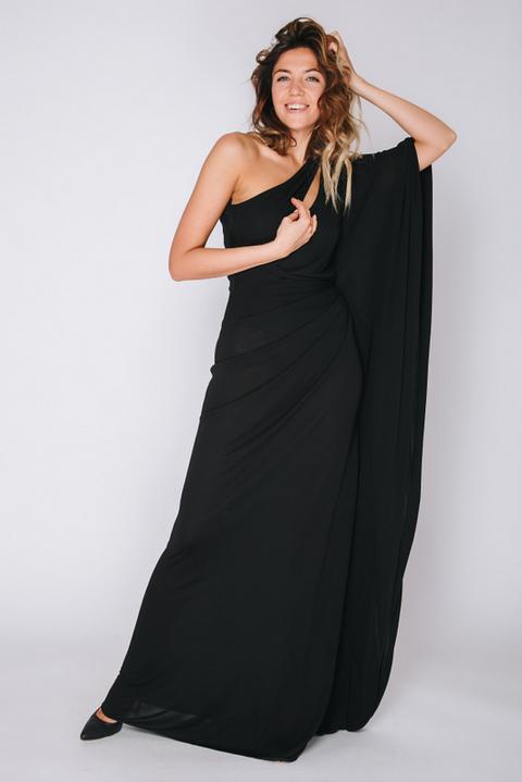 Черное платье в пол на одно плечо