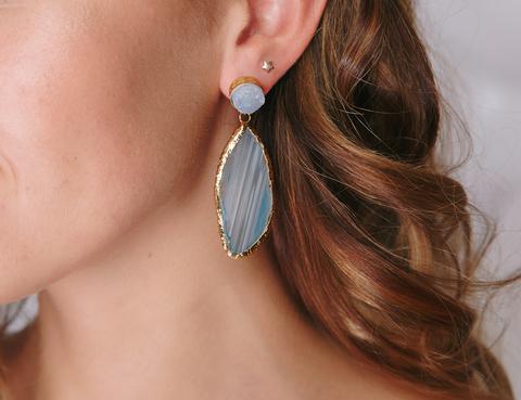Золотые серьги с голубым камнем
