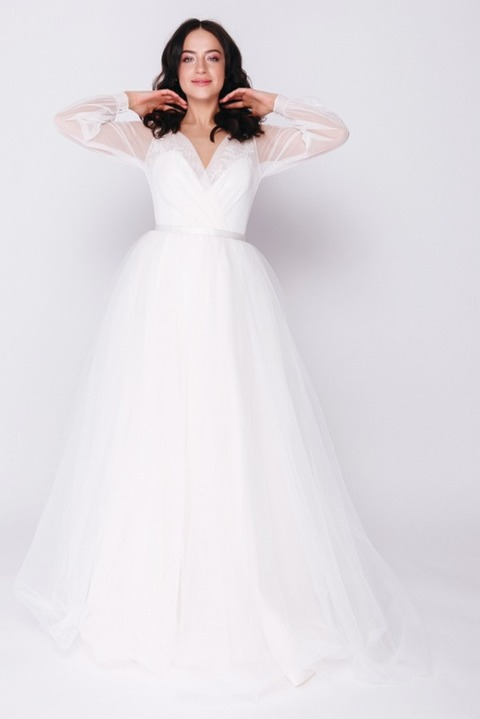 Платье макси молочного оттенка с рукавом
