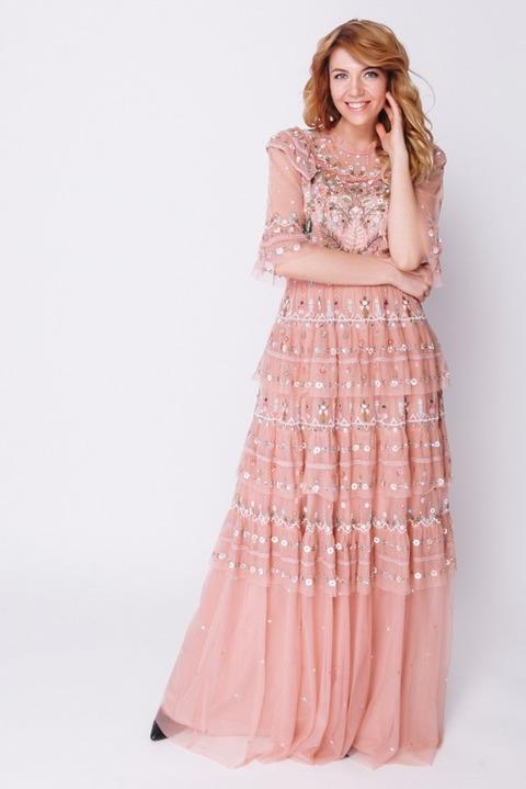 Персиковое платье с аппликацией и бисером