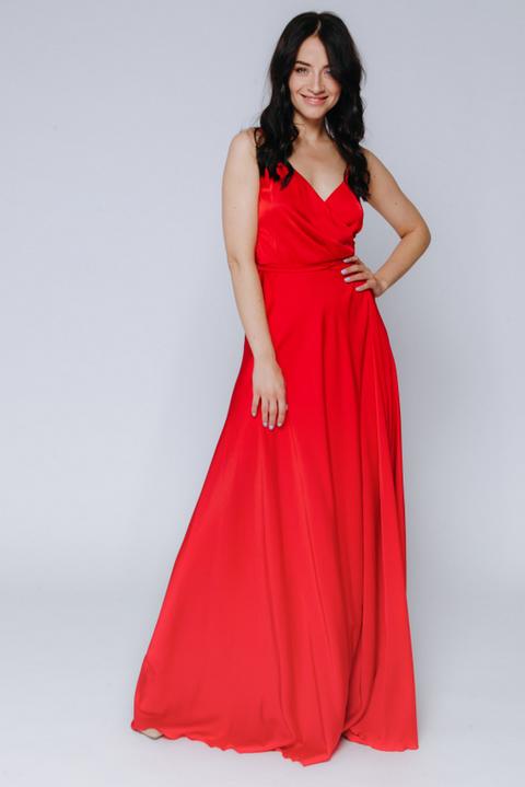 Красное платье в пол на тонких бретельках