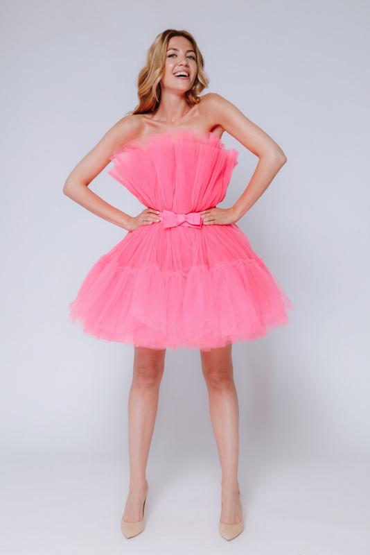Ярко- розовое платье мини из фатина в прокат и аренду в Киеве, Одессе, Харькове. Фото 1
