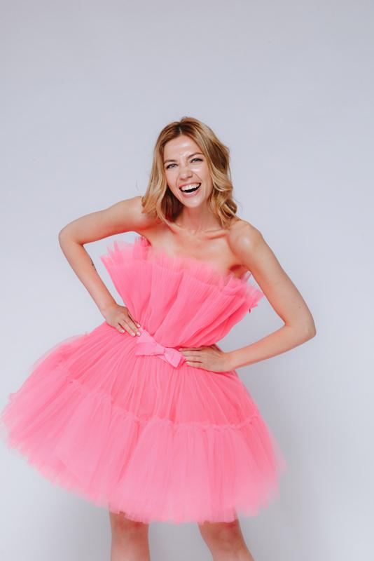 Ярко- розовое платье мини из фатина в прокат и аренду в Киеве. Фото 2