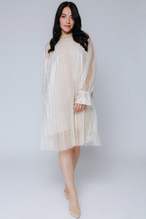 Золотое плиссированное платье с мерцанием