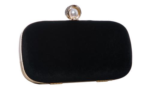 Черный бархатный клатч с жемчужиной