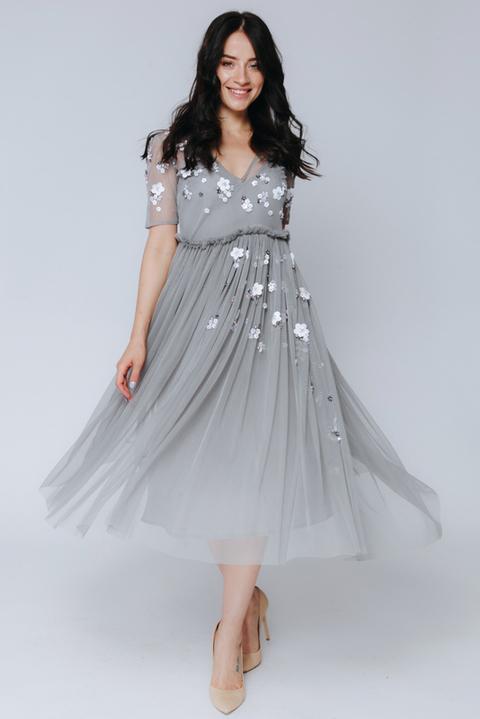 Серое платье миди расшитое пайетками