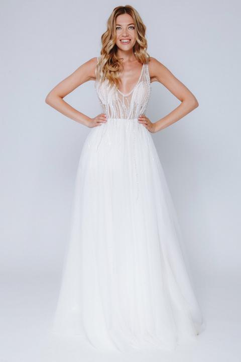 Белое платье макси с глубоким вырезом и пайетками