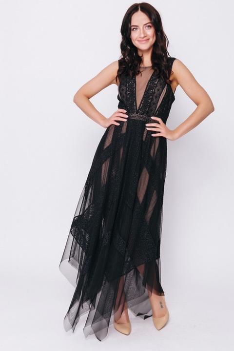 Черное платье с кружевом и бежевой подкладкой