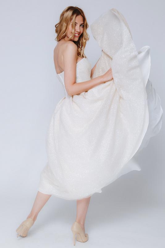 Бежевое платье миди с мерцанием в прокат и аренду в Киеве. Фото 2