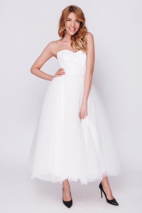 Белое платье миди с корсетом