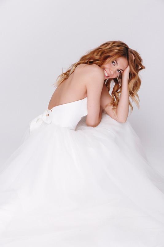 Белое платье миди с корсетом в прокат и аренду в Киеве, Одессе, Харькове. Фото 3
