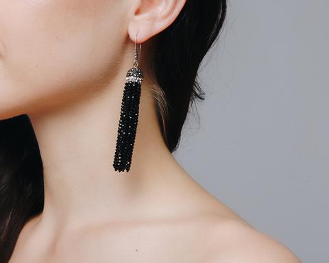Черные серьги-кисти из бисера