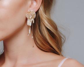 Асиметричні перламутрові сережки з золотим бісером в прокат и oренду в Киiвi. Фото 1