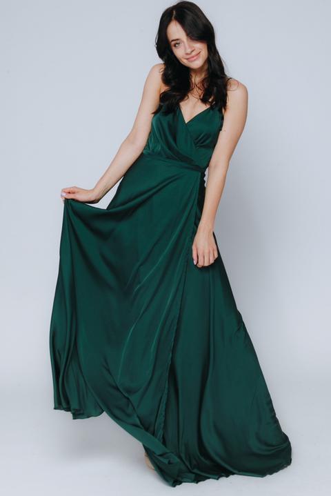 Темно-зеленое платье в пол на тонких бретельках