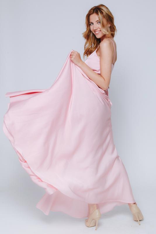 Нежно-розовое платье в пол на тонких бретельках в прокат и аренду в Киеве. Фото 2