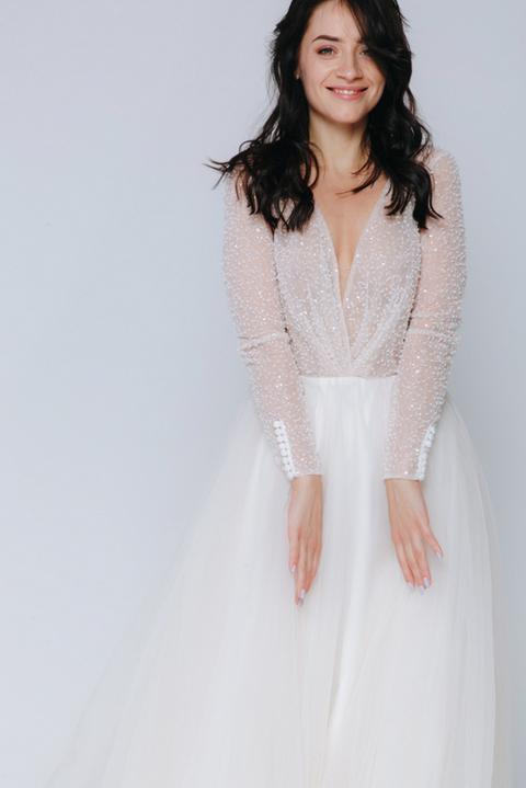 Бежевое платье в пол с россыпью бисера на лифе и длинным рукавом