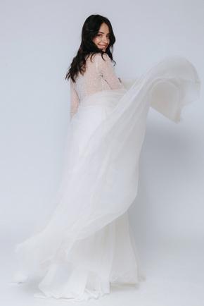 Бежева сукнюя в підлогу з бісером на ліфі і довгим руквом в прокат и oренду в Киiвi. Фото 2
