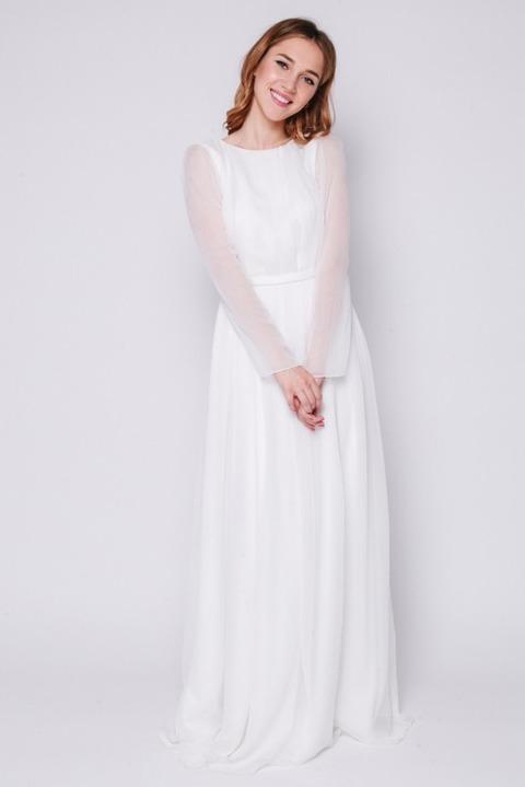 Белое платье в пол с длинным рукавом