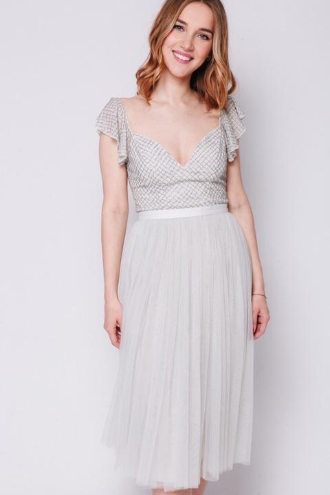 Серое платье миди с расшитым верхом из бисера