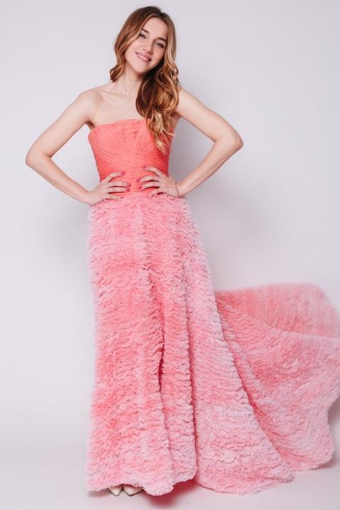 Коралловое платье в пол с открытыми плечами