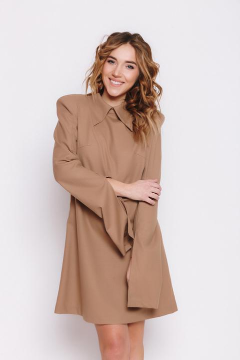 Бежевое платье мини с рукавом
