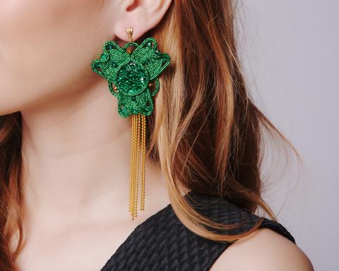 Длинные зеленые серьги с кристалами
