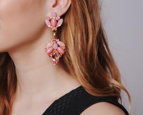 Золотые крупные серьги с розовым камнем