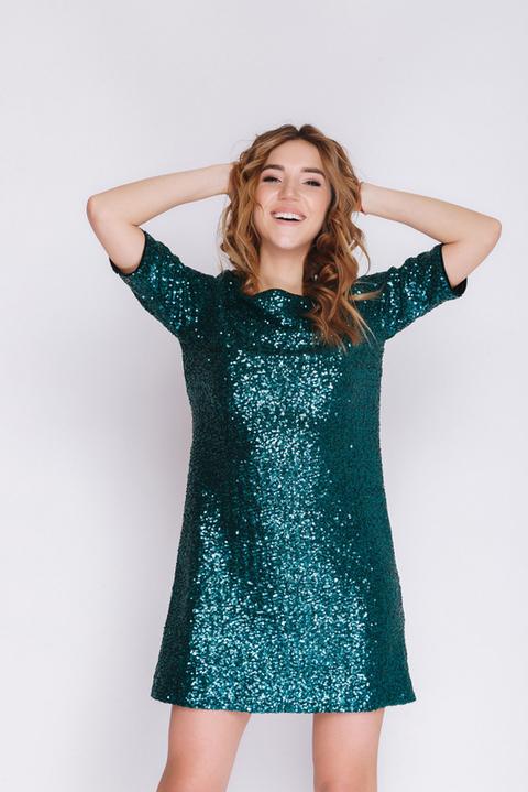 Зеленое платье мини в пайетку с коротким рукавом