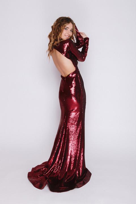 Бордовое платье в пол с пайетками и длинным рукавом