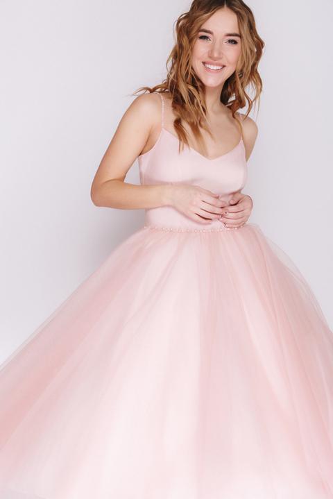 Розовое платье миди с пышной юкой и бусинами