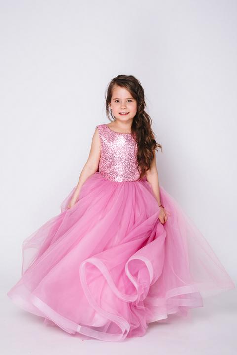 Детское розовое платье с пышной юбкой и пайетками