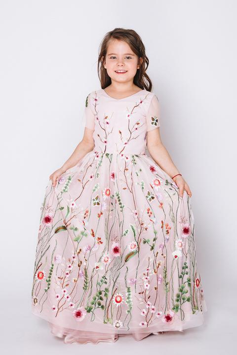 Детское розовое платье в пол с цветочной аппликацией