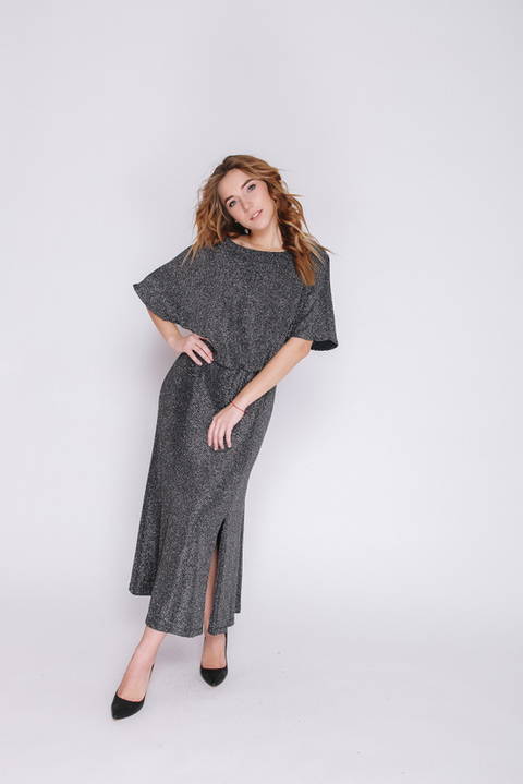 Серебряное платье миди с мерцанием и коротким рукавом