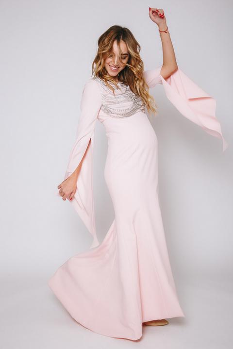 Розовое платье в пол с удлиненными рукавами