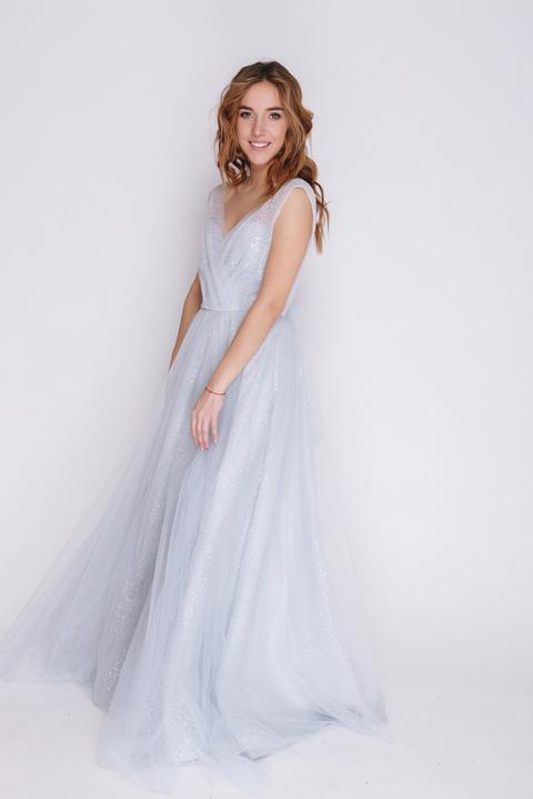 Голубое платье в пол из пайетки с глубоким вырезом
