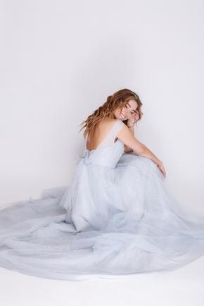 Блакитна сукня в підлогу з пайєтками та глибоким вирізом в прокат и oренду в Киiвi. Фото 2