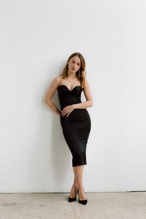 Силуетне плаття футляр на бретелях з атласу чорного кольору в прокат и oренду в Киiвi. Фото 1