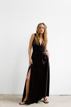 Чорне оксамитове плаття в підлогу з глибоким вирізом на спині і декольте в прокат и oренду в Киiвi. Фото 2