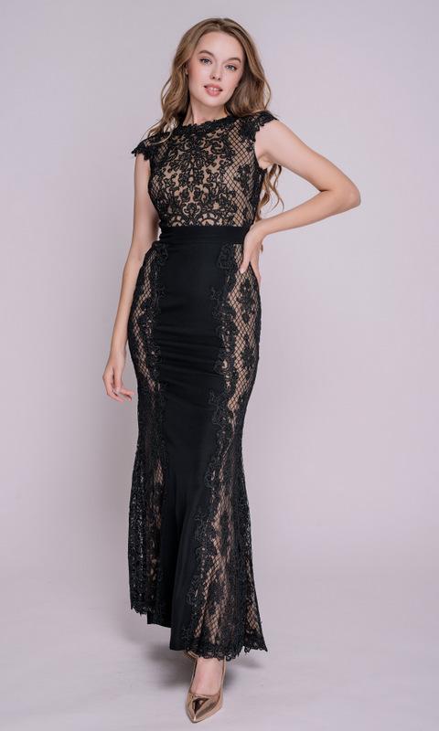 Черное кружевное платье в пол с поясом