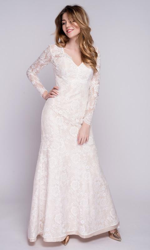 Платье молочного цвета с кружевом