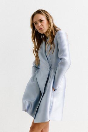 Сукня з щільної тканини з запахом довжини міні блакитного кольору в прокат и oренду в Киiвi. Фото 2