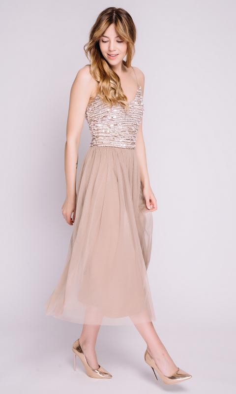 Платье песочного цвета с расшитым верхом
