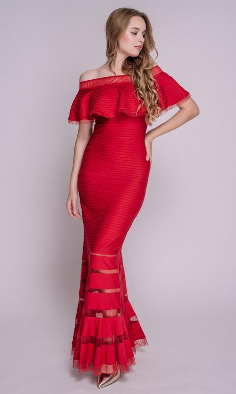 Красное платье со спущенными плечами в пол
