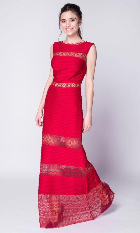 Красное платье макси из кружева без рукавов