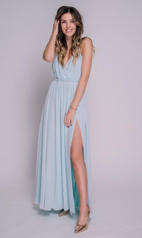 Голубое платье в пол на бретелях