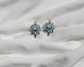 Сережки з блакитним камінням витягнутої форми в прокат и oренду в Киiвi. Фото 2