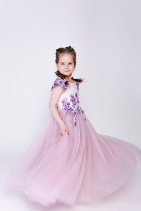 Детское платье лавандового цвета с аппликацией