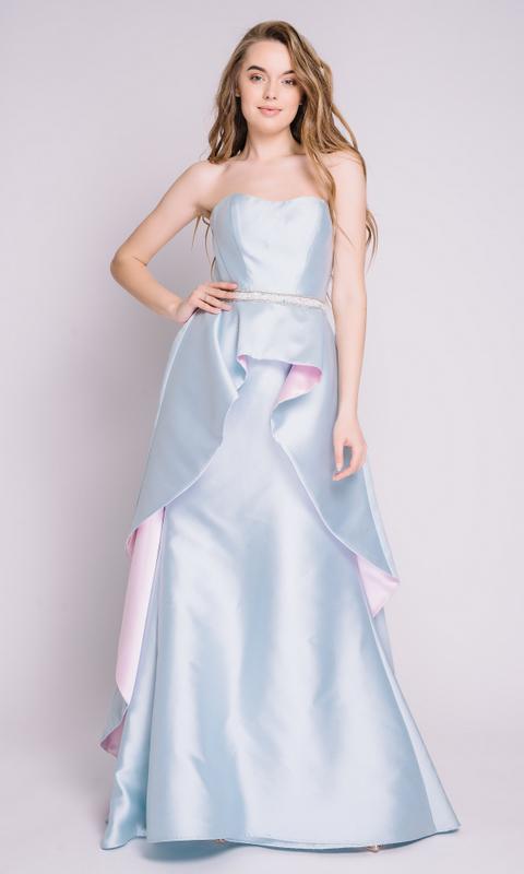 Голубое платье с переменной длиной