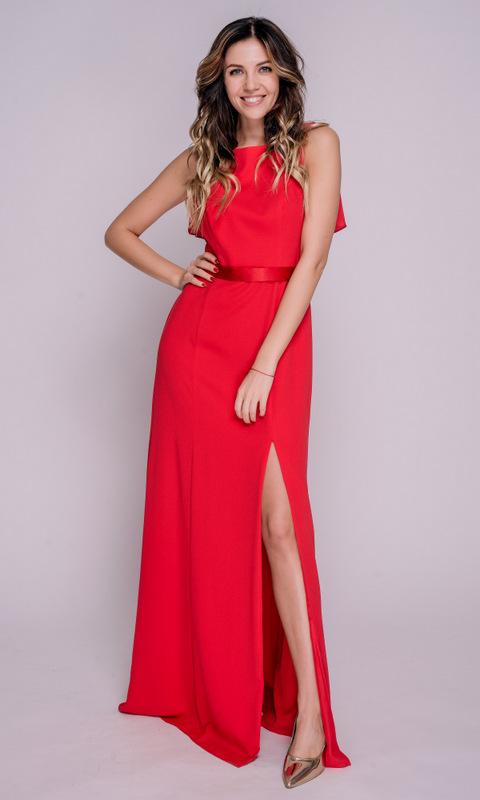 Красное платье в пол с разрезом по ноге