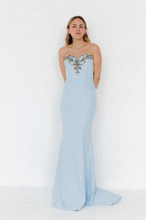 Голубое платье-бюстье расшитое камнями с фигурным вырезом